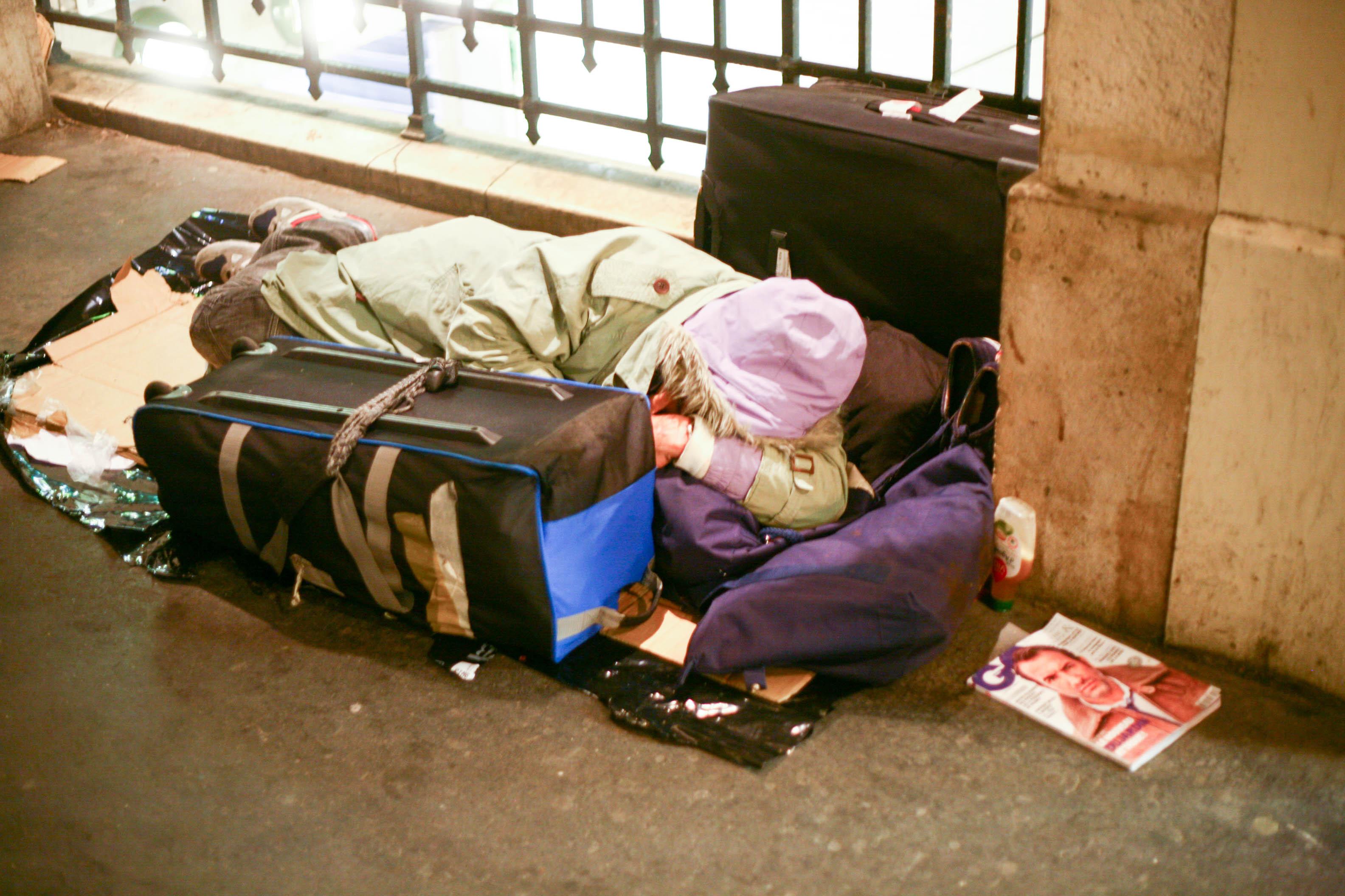 Laura, étudiante italienne, touchée par les sans-abris parisiens